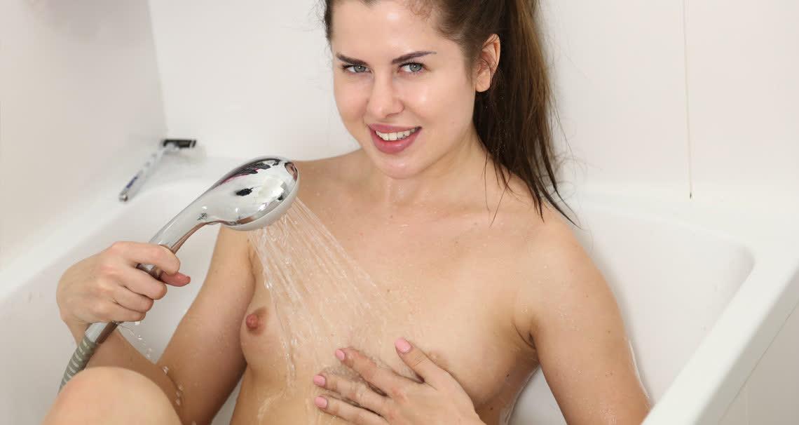 Cassie masturbating in bath
