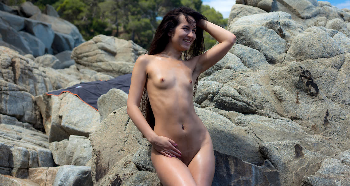 Teen with tiny tits getting naked at public beach