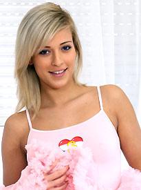 teen model Ria Sunn