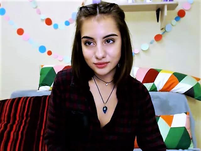 teen cam girl Roxanna